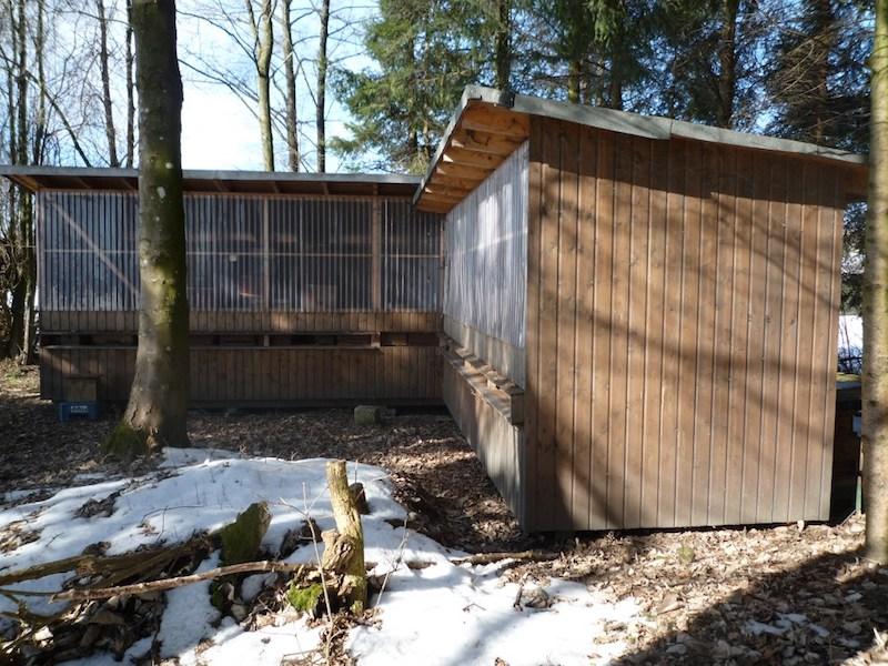 Large corrugated bee house